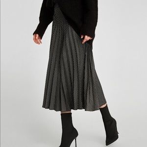 👗 zara woman polka dot pleat skirt